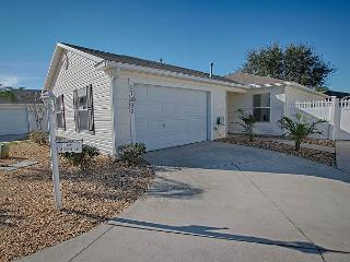 Great pet friendly courtyard villa with complimentary golf cart, The Villages