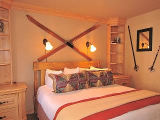 Viking Lodge 218 - King Bed, Private Balcony, Washer/Dryer, Hot Tub, Parking., Telluride