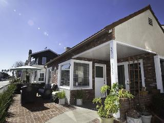 Steps from the Bay BEST FAMILY HOME Apolena Balboa Island