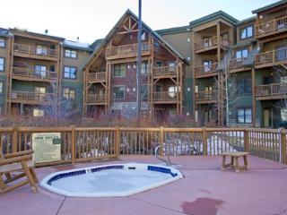 Tenderfoot Lodge 2673 - Walk to slopes, outdoor hot tubs with views, Keystone
