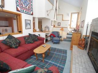 Red Fox Town home - Steps from clubhouse, 3 miles to Keystone, Sleeps 9!