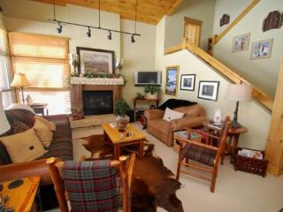 Ski Tip Townhome 8716 - On free shuttle, beautiful 2 story floor plan, washer/dryer!, Keystone