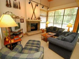Ski Tip Townhomes 8730 - On free shuttle, granite counters, washer/dryer, private garage!, Keystone