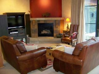 Ski Tip Townhomes 8741 - 4 bedroom multi-level town home- sleeps 8, Keystone
