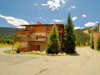 Snowdance Condominiums B104 - Walk to slopes, updated kitchen, Mountain House!, Keystone