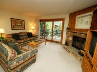 Snowdance Manor 307 - Walk to slopes, indoor pool and hot tub, Mountain House!, Keystone