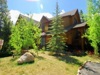 Trappers Crossing 8763 - Washer/dryer, jetted tub, on shuttle route, outdoor hot tub on site!, Keystone