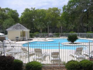 Comfy Condo, Great Location!! Bikes included., Saint Simons Island