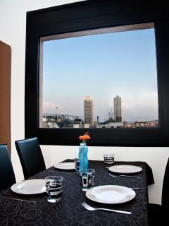 EXTENSIBLE TABLE IN THE DINING ROOM WITH SUNRISE/SEA/OLYMPIC PORT VIEW