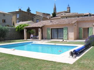 Uzes Le Pin Villa 6 personnes avec piscine, Bagnols-sur-Ceze