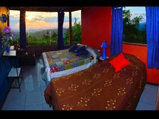Sun & Moon House, Santa Elena