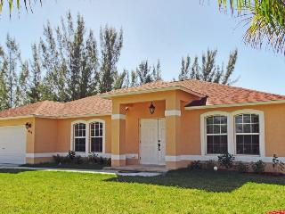 Southern exposure  home with oversized pool!!!, Cape Coral