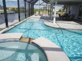 Marianne - Cape Coral 4br/2ba home w/electric and solar heated pool/spa, gulf access canal, HSW Internet, boat dock, Matlacha