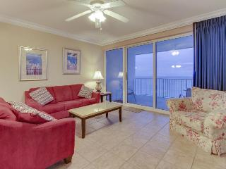 Centrally located condo w/Gulf views, shared pool & hot tub!, Panama City Beach