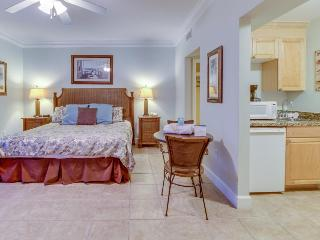 Beachfront studio with Gulf views & shared pools and hot tubs - close to parks!, Panama City Beach