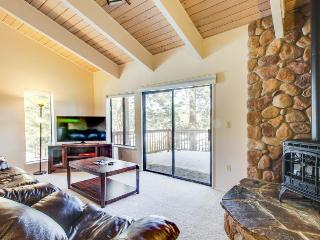 Updated alpine condo near skiing at Northstar Resort & hiking on Legacy Trail!, Truckee