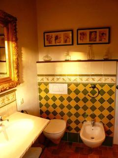 Badezimmer mit WC und bidet - Bath room with WC and bidet