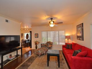 Charming N Central Phx Condo-Gated, Phoenix
