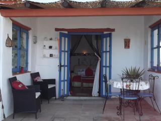 Exclusive Self Catering Apartment. Private Hot Tub Jacuzzi + Use of  Pool., Comares