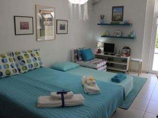 Cozy studio close to the beach at Athens Riviera!, Paleo Faliro