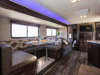 NEW Luxury RV on 5 Acres Overlooking Wine Country