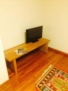 2F: Bedroom / Pennsylvania Black Cherry Table.