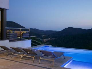 Luxury, modern villa close to Sitges and Barcelona