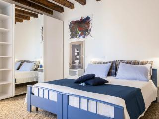 Sweet Home: Bright, Comfortable, Canal View!!, Venise