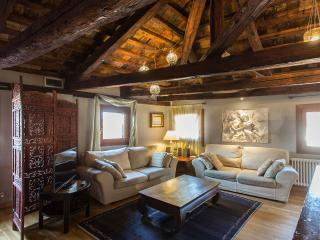 CASANOVA PENTHOUSE IN THE REAL HEART OF VENICE (up to 6 people)