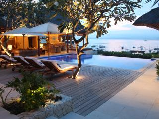 Luxury Beach Front Resort Villa with Ocean setting, Nusa Lembongan