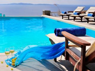 Blue Villas | Delos View | Sea View, Gym, Pool, Agios Stefanos