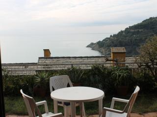 Appartamento con giardino e vista mare, Bonassola