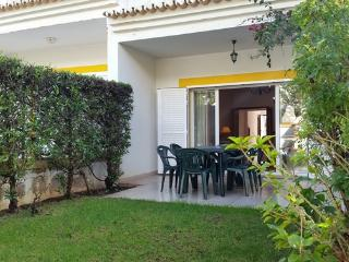 Beautiful 4 bed townhouse with communal pool with wi-fi.