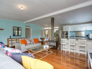 Modern Comfort. 600 m to Rosebud beach and plaza
