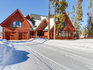 Luxury home and in-law suite with Continental Divide views, Winter Park
