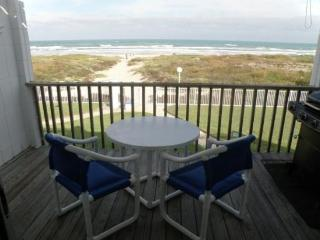 Beachfront condo with great balcony views & a resort pool - dogs welcome!, South Padre Island