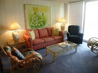 Retro-chic waterfront condo w/Gulf views, beach access & shared pool!, South Padre Island