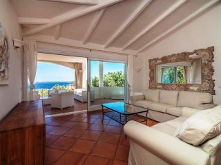 Charming Villa  stunning seaview  close to beach, Liscia di Vacca