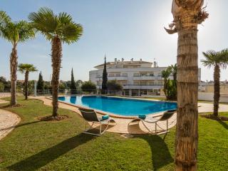 Wonderful Apartment Near Olhos De Agua Beach