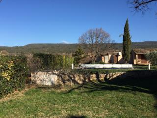 Gite avec piscine privée, jardin, parking, Saint-Saturnin-les-Apt