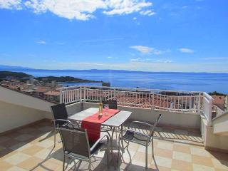 Moderm apartm. LINDA A7 with pool & beautif. SView, Makarska