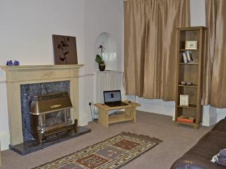 Comfortable , spacious 2 bed in heart of Old Town, Edimburgo