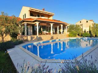 Beautiful Villa Kari with pool, Kozino