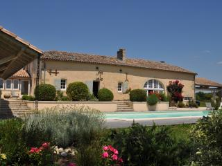Great villa with private pool and stunning gardens, Saint-Vivien-De-Monsegur