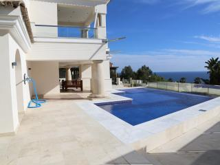 Villa La Paloma near Sotogrande with the sea view, Manilva