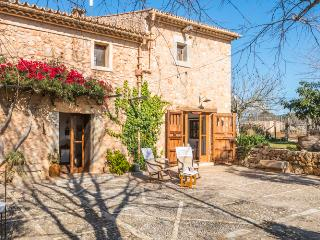 Majorcan house with large gardens and pool, Inca