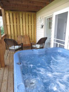 Small sitting area on lower hot tub deck