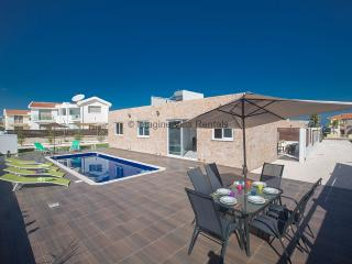 Golden Dream Villa in Protaras Center with pool