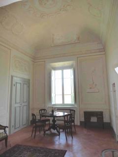 The living room in The-Ladies-Retreat suite