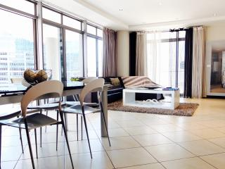 Superior two Bedroom Icon apartment, Cape Town Central